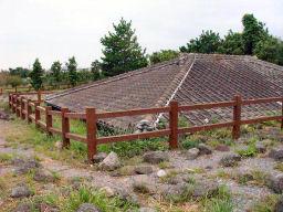 土石流に埋まった民家