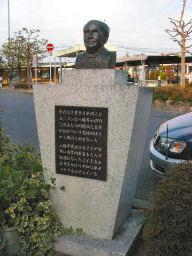八幡市駅前のエジソン像