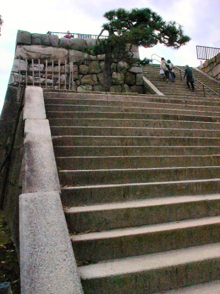 天守閣跡への階段