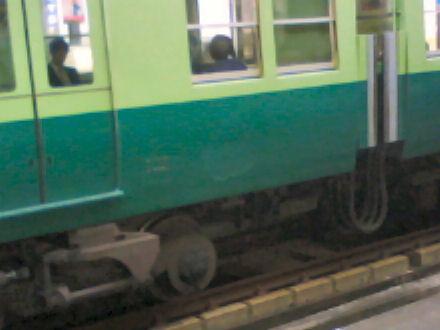 塗装がはがれた電車