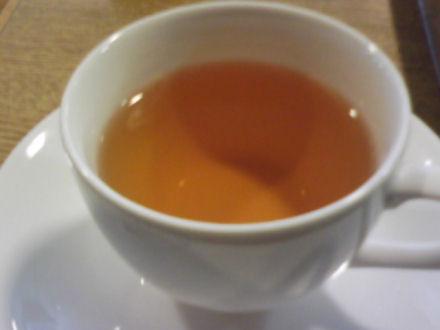 カップに注いだグァバ茶