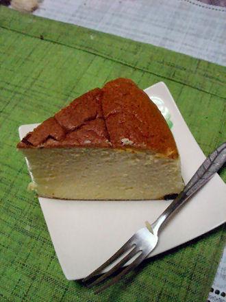 切り分けたチーズケーキ