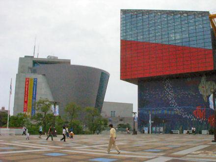 サントリーミュージアムと海遊館