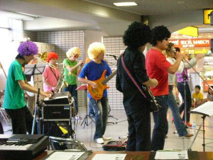 京阪枚方市駅2階コンコース会場