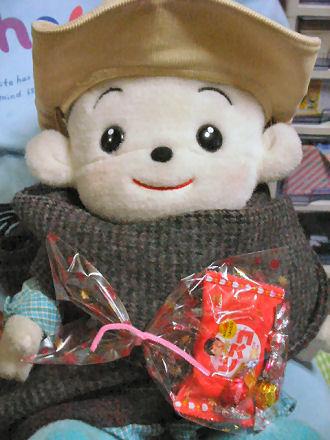 チョコレートを持つ福ちゃん(その3)