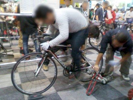 自転車で発電量を競うコーナー