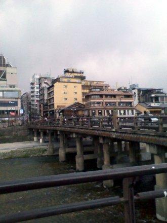 京阪三条駅から三条大橋方面を