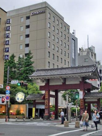 芝大門とホテル