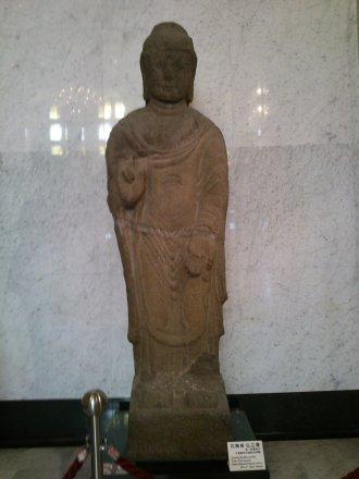 花崗岩仏立像