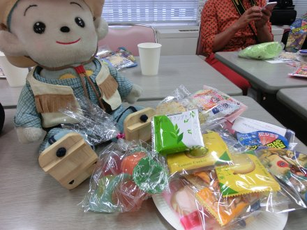 たくさんのお菓子と福ちゃん